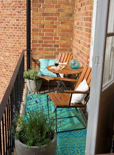 25 odli nih ideja za ure enje malih balkona for Long narrow balcony decorating