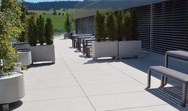 Uređenje dvorišta: betonske ploče za staze i trem  KucaSnova.com