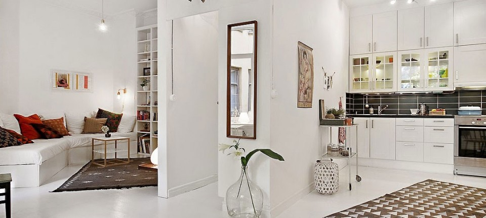 50 kvadrata a puno prostora: Rešenje s krevetom u galeriji  KucaSnova.com