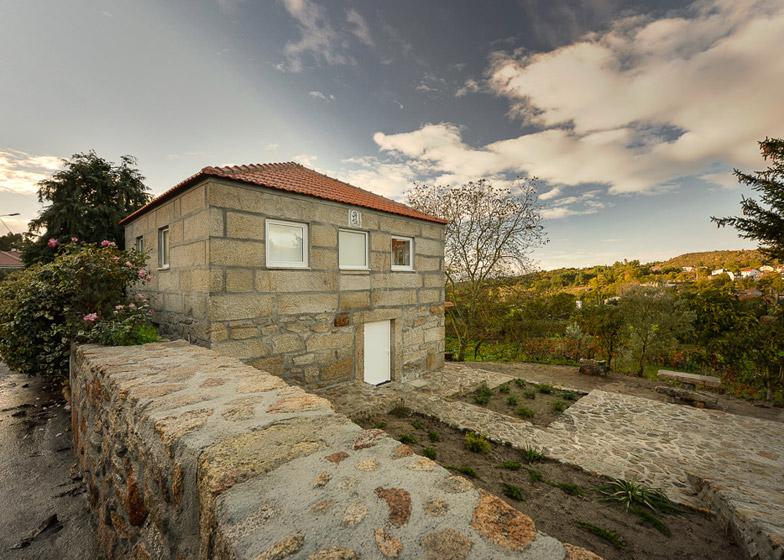 Kamena kuća drvene konstrukcije  KucaSnova.com