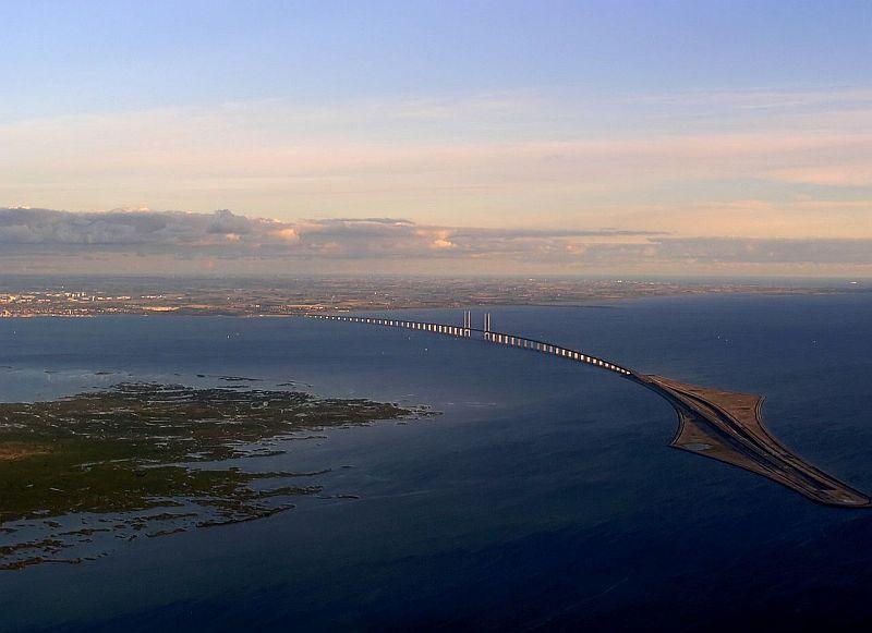 Arhitektonsko čudo Skandinavije most koji prelazi u podvodni tunel (4)