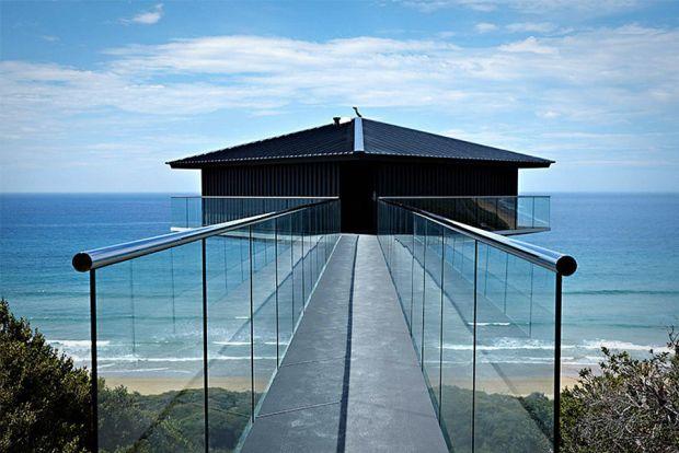 Kuća koja lebdi iznad okeana