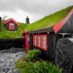 Skandinavske kuće sa zelenim krovovima kao da su izašle iz bajke