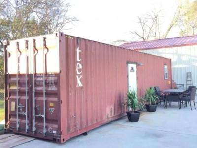Oni kontejner nazivaju svojim domom. Spolja izgleda obično, ali će vas unutrašnjost oduševiti!